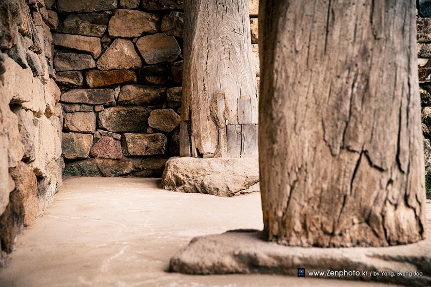 1505-pillar.jpg